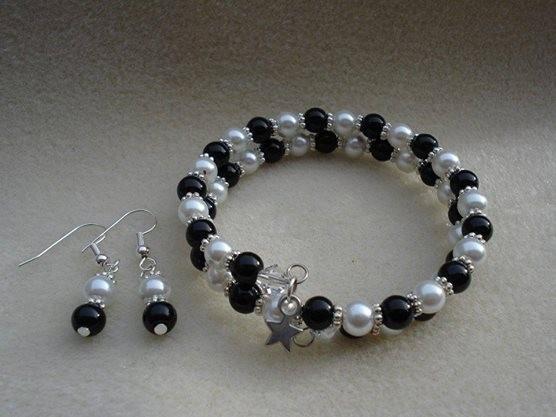 Black White Bracelet Set