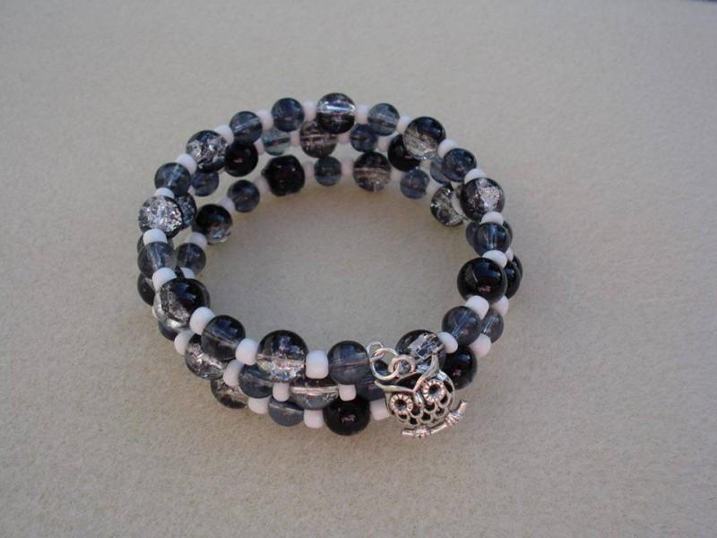 black crackle bead bracelet